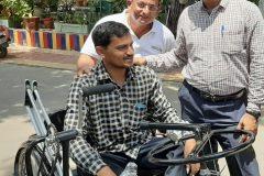 Rajubhai-with-2-volunteers