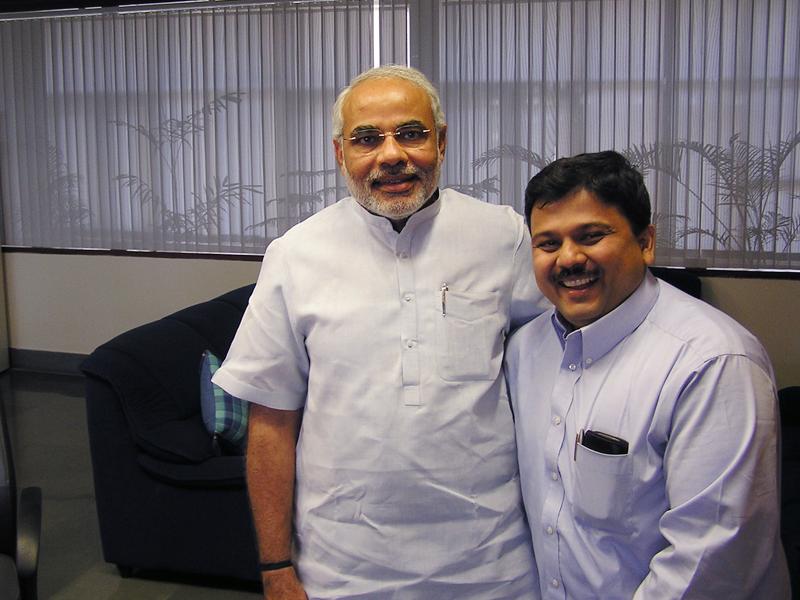 Pranav Desai with Shri Modi ji