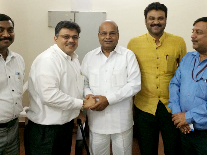 Pranav Desai with Shri Gehlot ji, H'ble Minister for Social Justice & Empowerment, India
