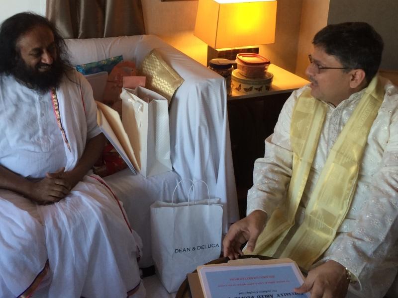 Pranav Desai Discussing Accessible Bharat Abhiyan with Guruji Sri Sri Ravi Shankar in USA