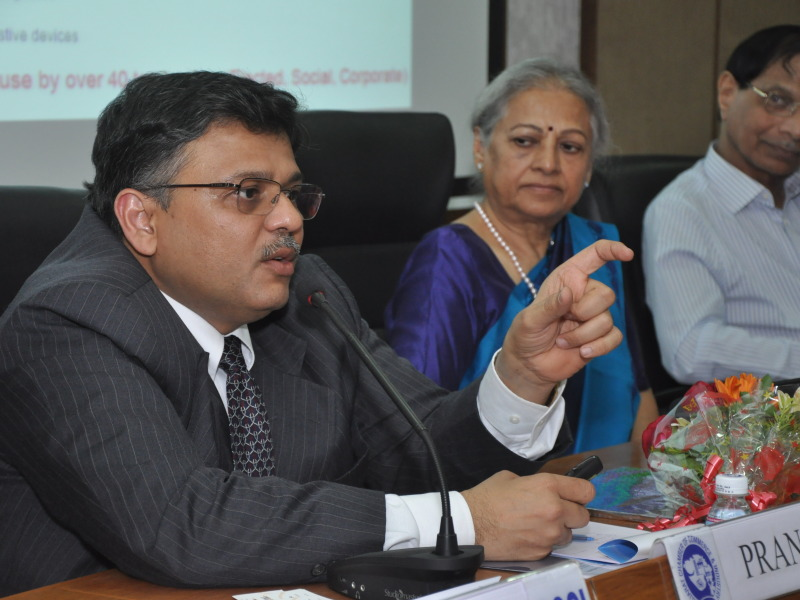 Pranav Speaking to corporate leaders at GCCI